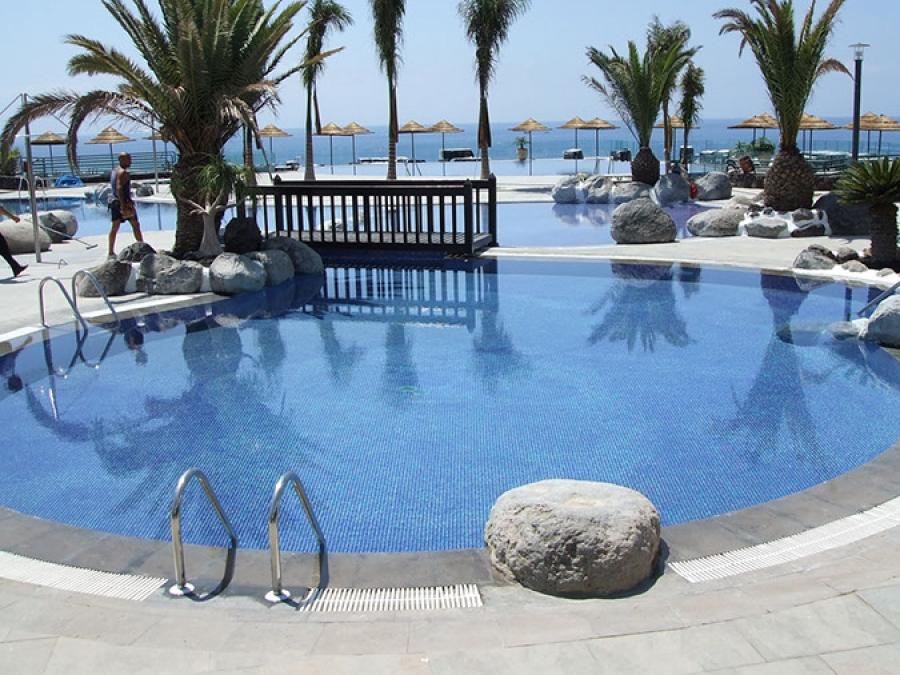 Construcci n piscinas las palmas gundepol piscinas for Piscina las palmas